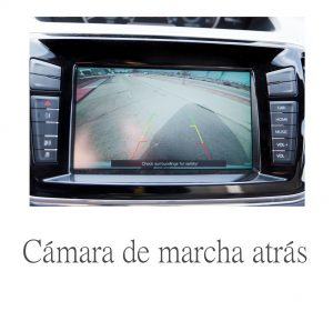 pantalla con cámara de marcha atrás en una furgoneta eléctrica